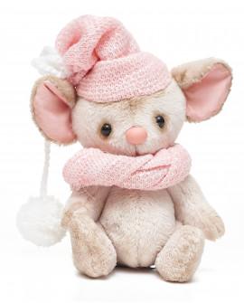 Мышонок в шапочке